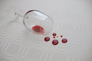 Weinfleck aus Matratze entfernen