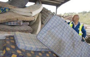 matratze entsorgen wie und wo alte matratze loswerden. Black Bedroom Furniture Sets. Home Design Ideas