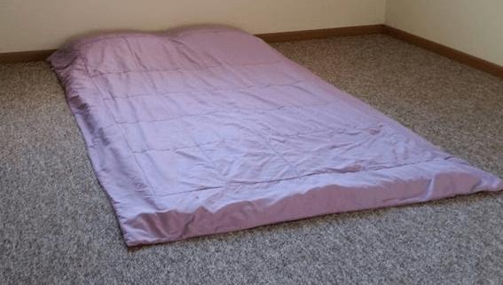matratze zum schlafen auf den boden legen gut oder nicht testberichte. Black Bedroom Furniture Sets. Home Design Ideas